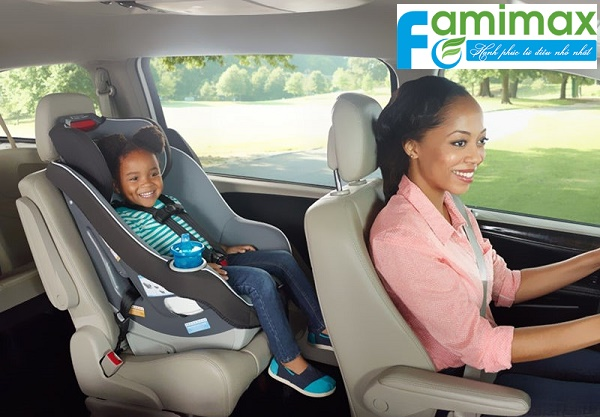 Có nên mua ghế ngồi ô tô cho bé?