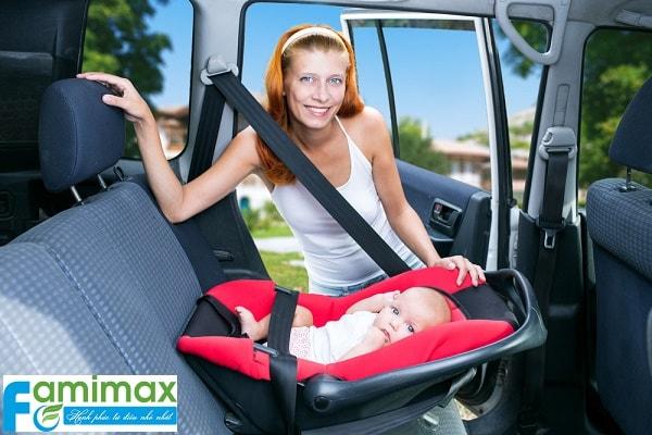 Mua ghế ngồi ô tô cho bé ở đâu?
