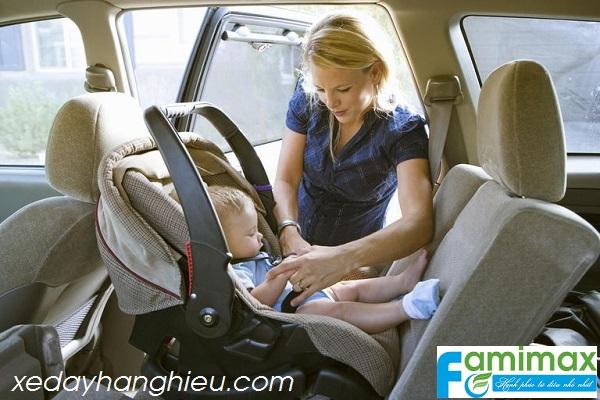 Ghế ngồi ô tô cho trẻ sơ sinh?