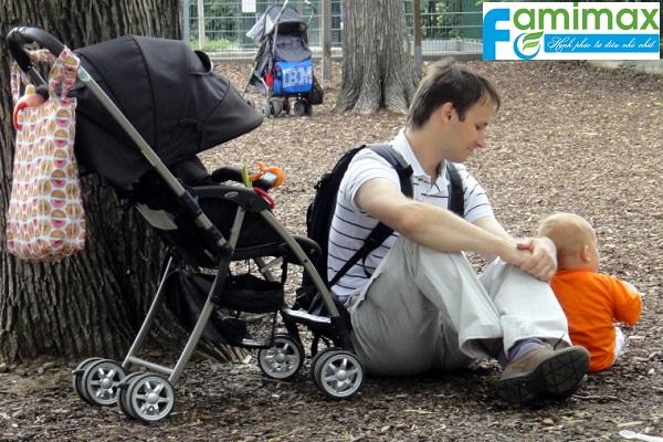 Xe đẩy em bé nên mua loại nào?
